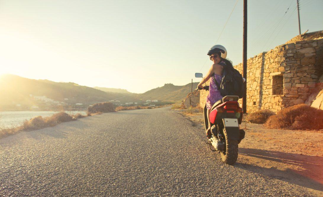 women travel solo