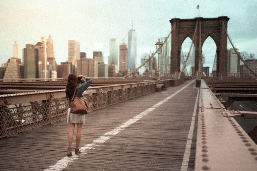 brooklyn bridge, woman